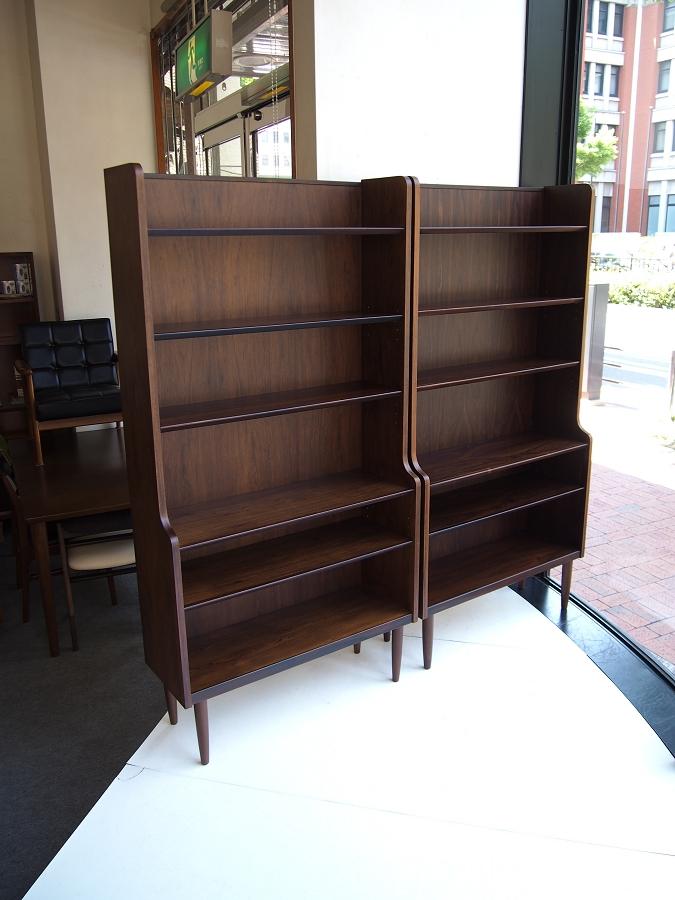 ローズウッド材を使用したヴィンテージ北欧家具のブックケース・シェルフ