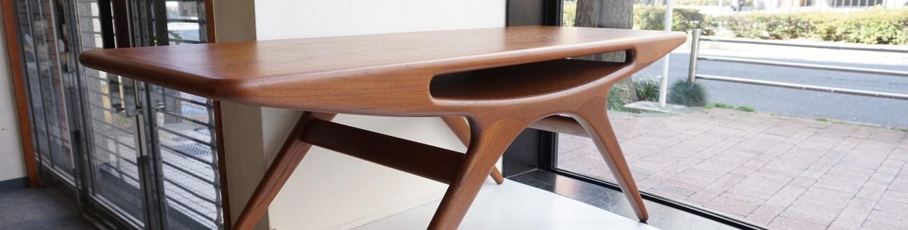 Johannes Andersen Smile(UFO) table CFC Silkeborg / ヨハネスアンダーセンのデザインによるスマイルテーブル(UFO テーブル)