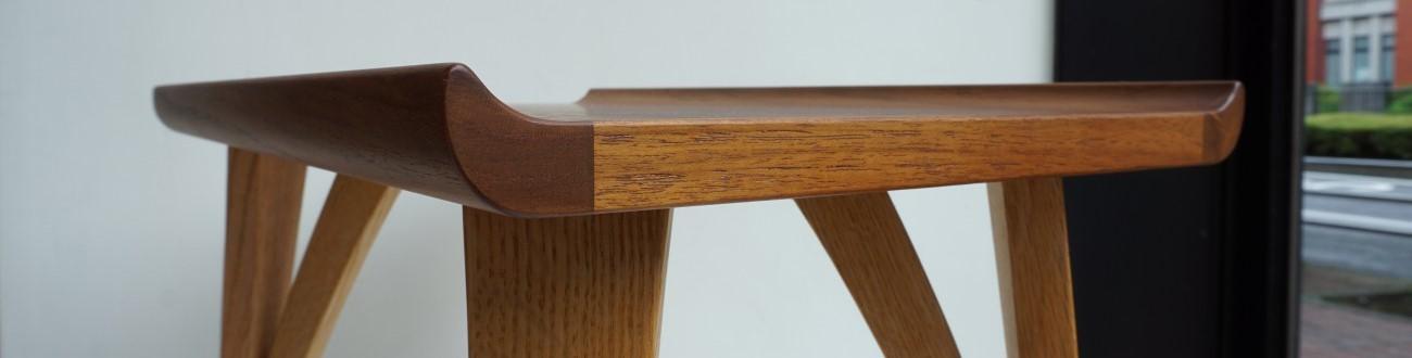 天板の返しが美しいDECO-BOCO(デコボコ)オリジナルのスモールテーブル(チーク×オーク)