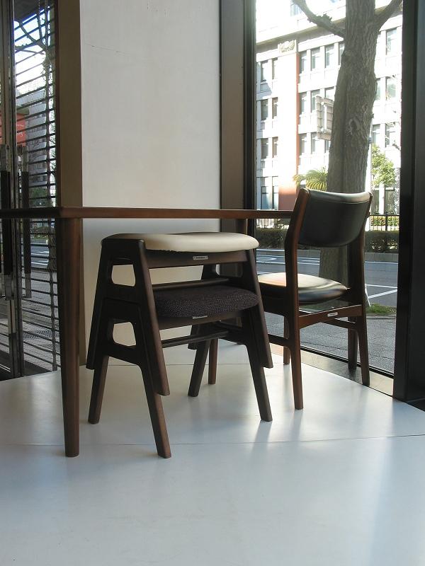カリモク60+ ダイニングテーブル(W1500)ウォールナット色18