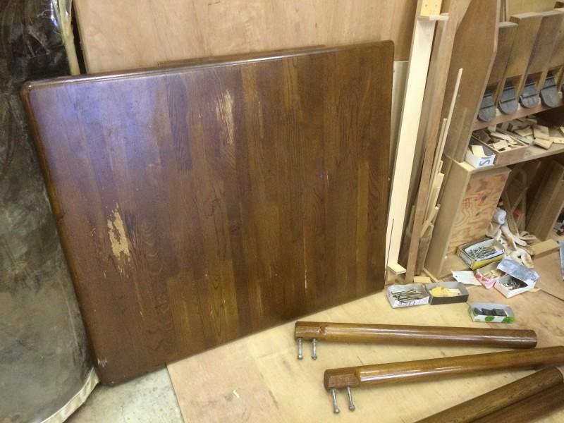 ダイニングテーブルとチェアの修理や修復、生地の張替え