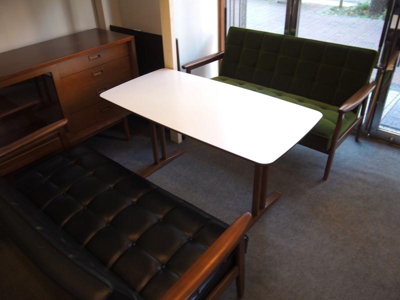 カリモク60+ カフェテーブルW1200 天板ホワイト (横幅1180mmです)