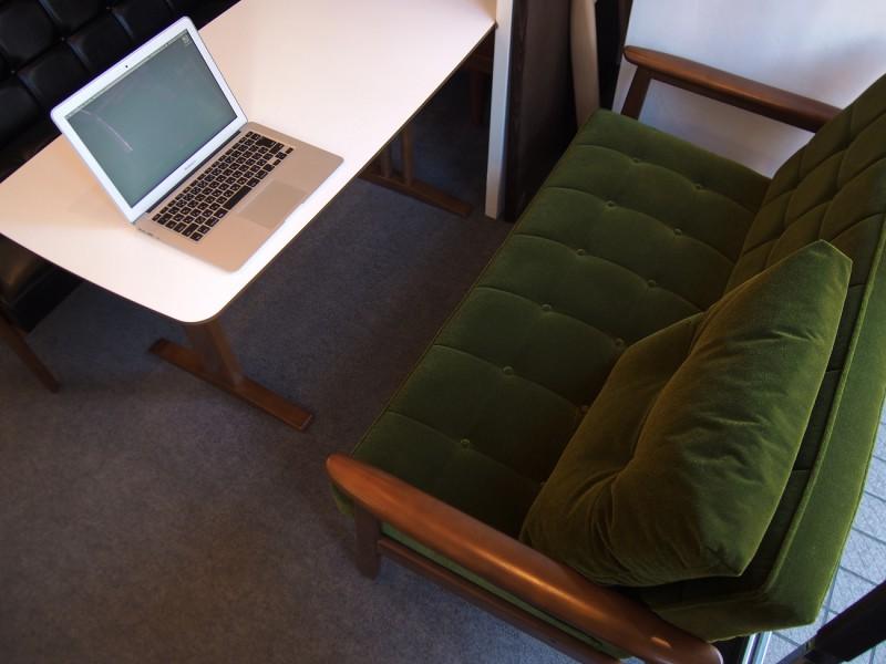 カリモク60+ カフェテーブルW1200 天板ホワイト (横幅1180mmです)7