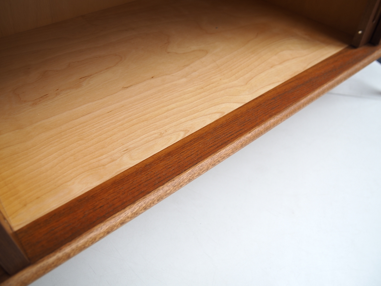 スウェーデン製ビンテージ北欧家具のサイドボード チーク×オーク