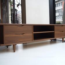 ビンテージ家具に合うデコボコオリジナルのTVボード