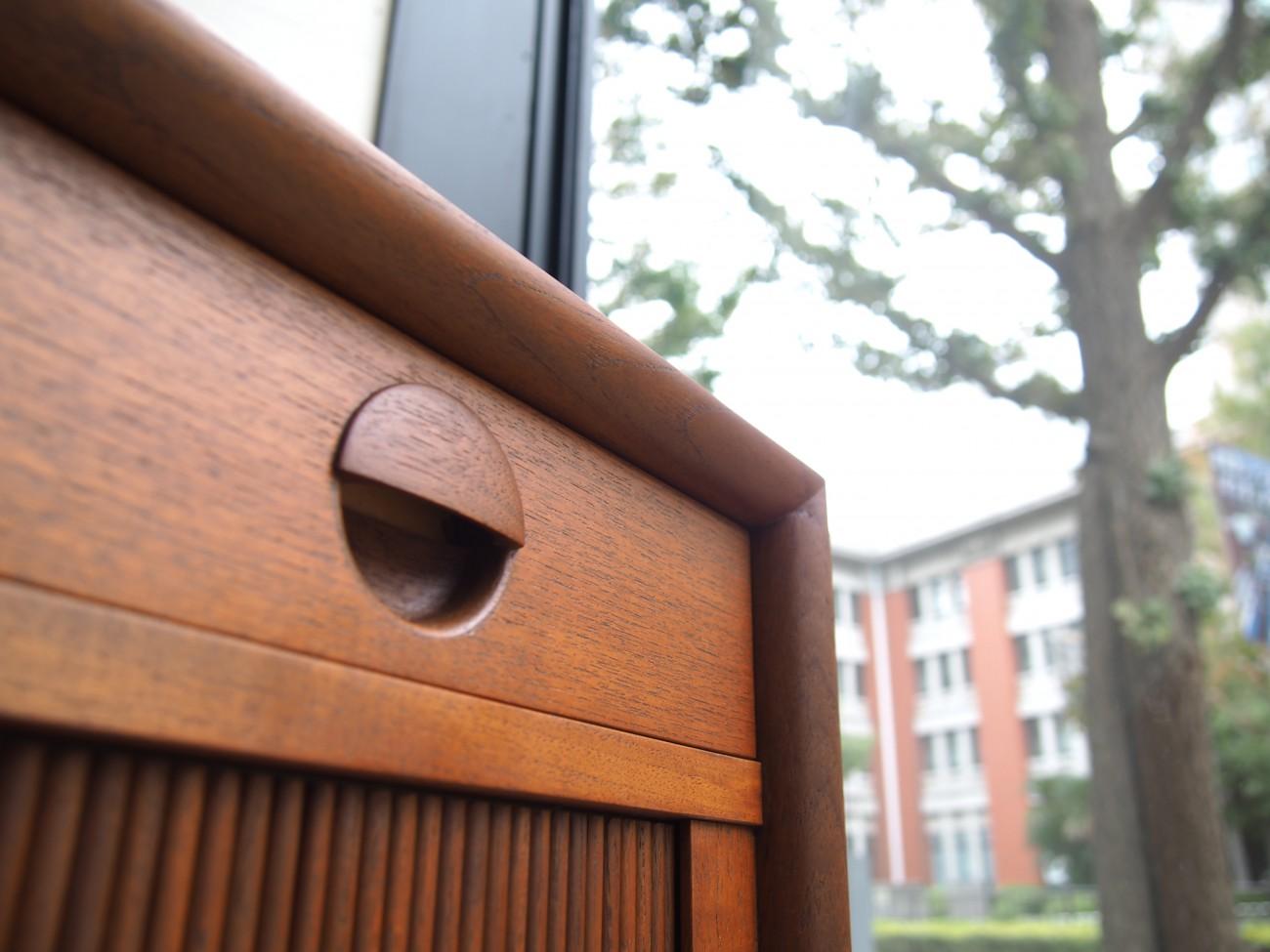 グレーテヤルクデザインのシバスト社製、チーク蛇腹サイドボード