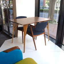 ビンテージ北欧家具に合うデコボコオリジナルのダイニングテーブル
