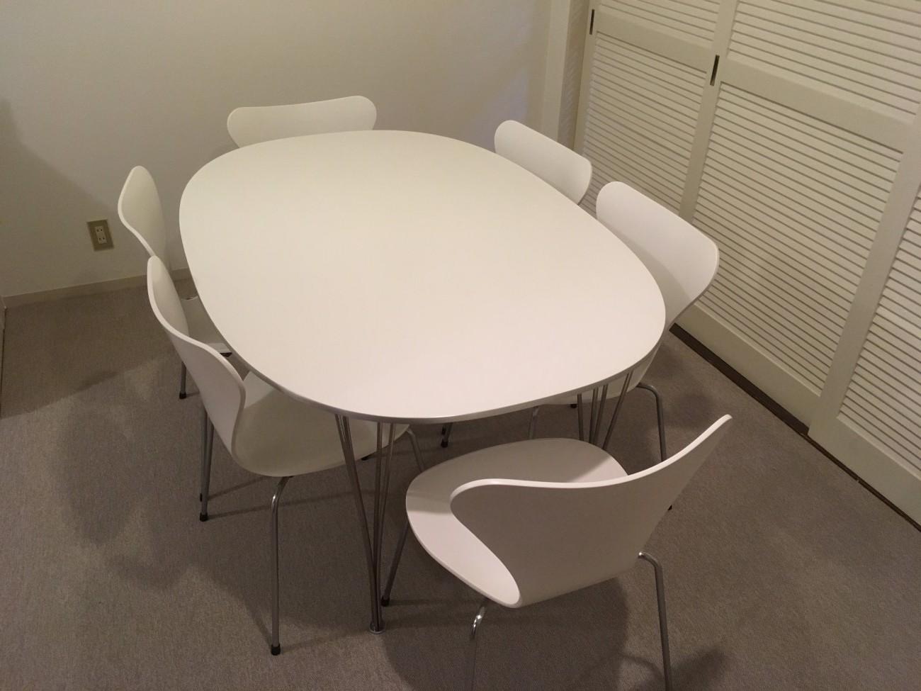 フリッツハンセンのテーブルとセブンチェアのお届け風景