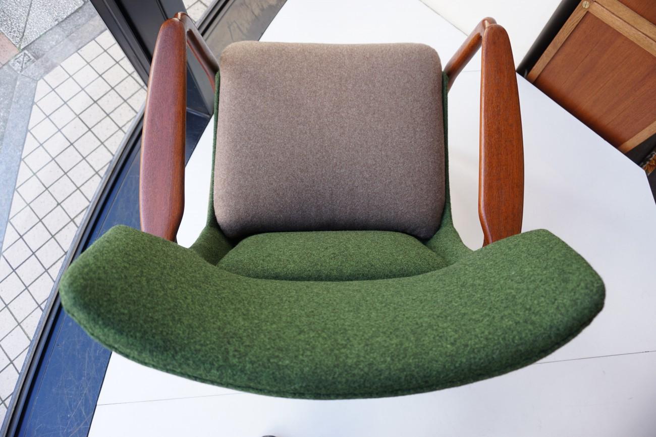 上から アクセル・ベンダー・マッセン bovenkamp社製のソファ
