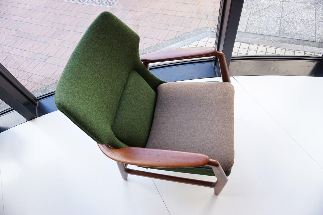 斜め上から アクセル・ベンダー・マッセン bovenkamp社製のソファ