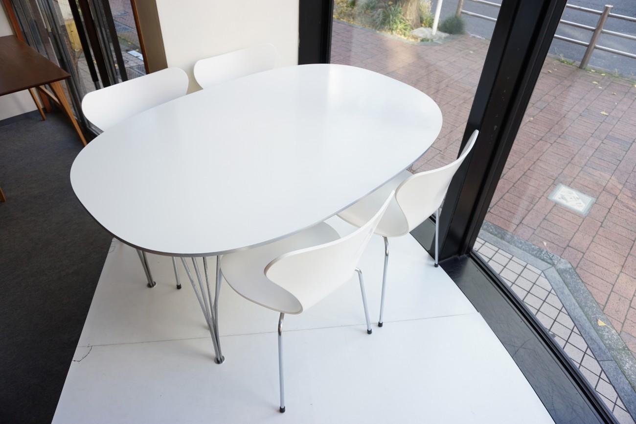 フリッツハンセンのダイニングテーブルとセブンチェア