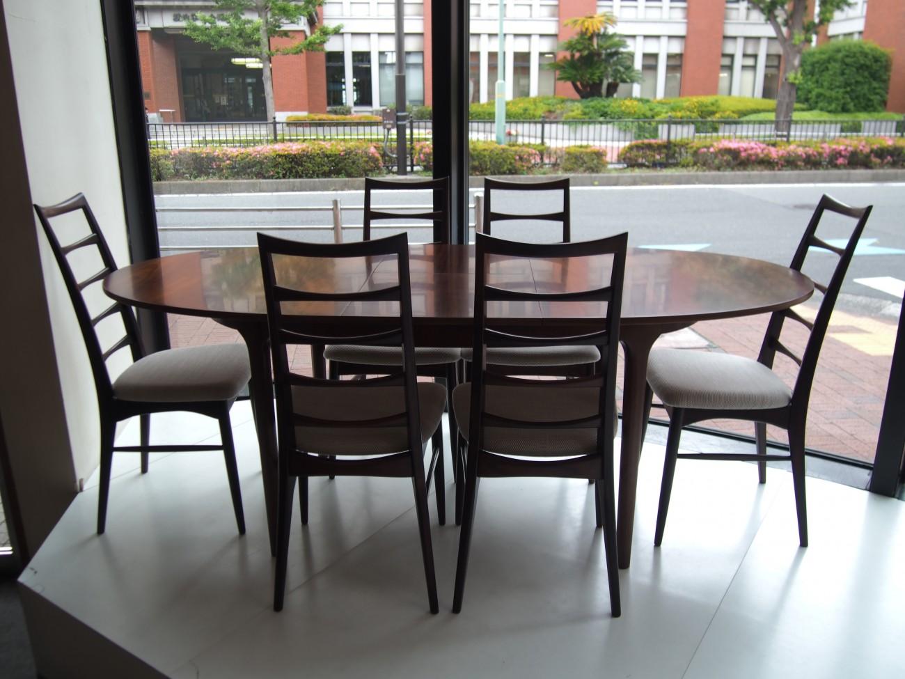 ニールス・コフォード Liz ローズウッドチェアとエクステンションダイニングテーブル A.H.McINTOSH(マッキントッシュ) & CO LTD KIRKCALDY SCOTLAND ビンテージ北欧家具のセットの全体写真