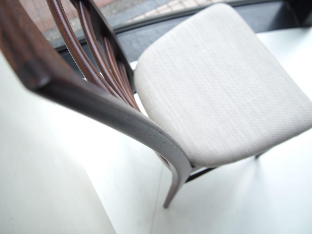 ニールス・コフォード Liz ローズウッドチェアの美しい後ろ脚のカーブ