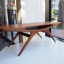 ヨハネスアンダーセン スマイルテーブル(UFO)