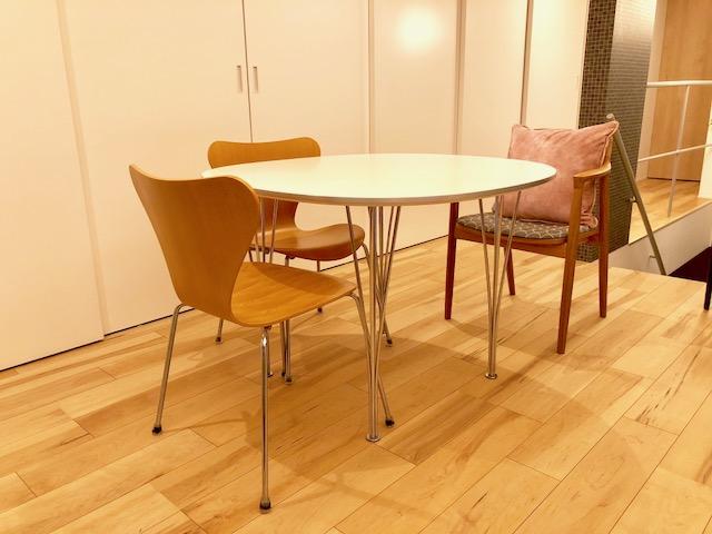ヒルハウスのラダーバックチェアとフリッツハンセンのテーブルセット2