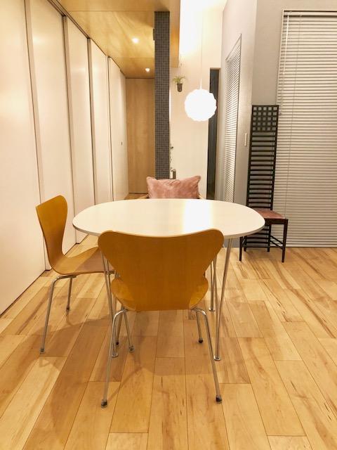 ヒルハウスのラダーバックチェアとフリッツハンセンのテーブルセット1