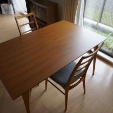 ビンテージの家具に合わせられる当店オリジナルのダイニングテーブル