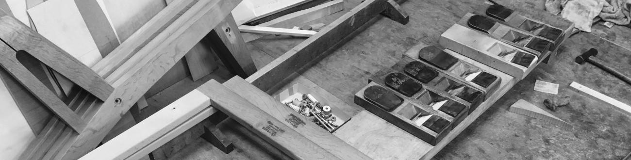お持ちの椅子やソファの張替、ダイニングテーブルの天板再仕上げやローズウッド家具の再塗装、フリッツハンセンのセブンチェアの修理など