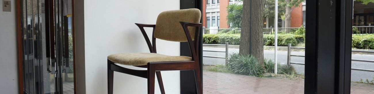 ビンテージのSlagelse Mobelvaerk Danish Furniture Makers Quality Control ローズウッドのダイニングチェアセットを店舗に展示致しました。