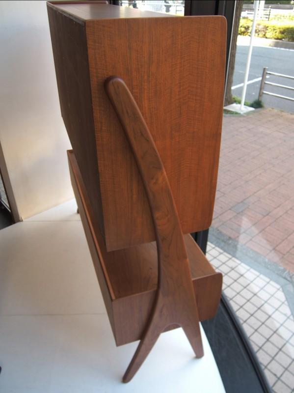 ヴィンテージ北欧家具のキャビネットの側面