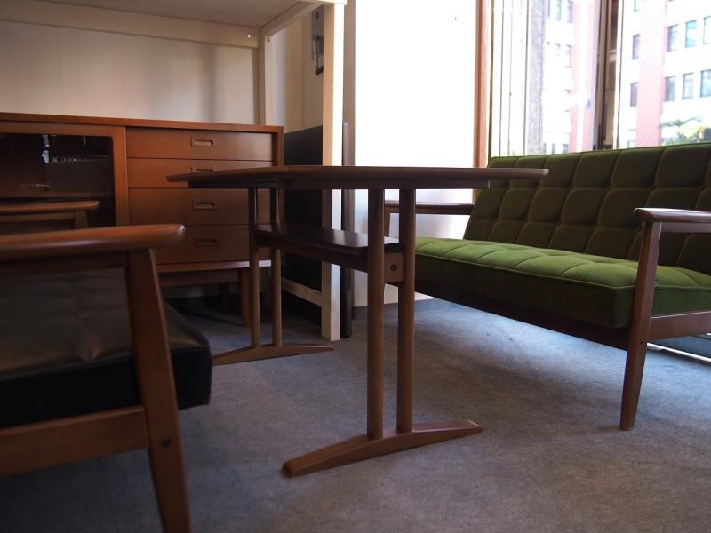 カリモク60+ カフェテーブルW1200 天板オーク突板 (横幅1180mmです)3