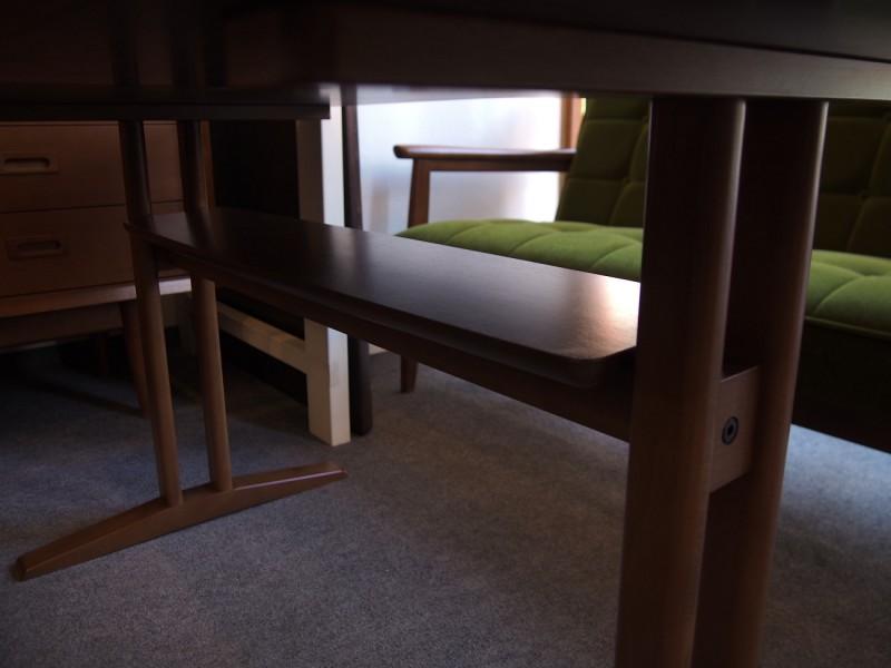カリモク60+ カフェテーブルW1200 天板オーク突板 (横幅1180mmです)4
