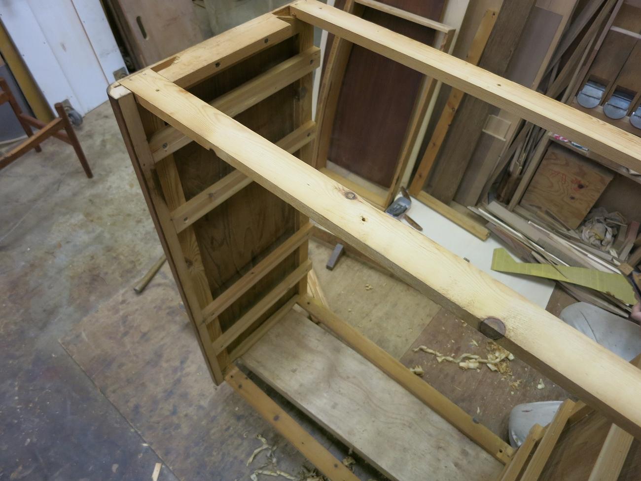 ヴィンテージ北欧家具 チェストの分解・修理・再塗装