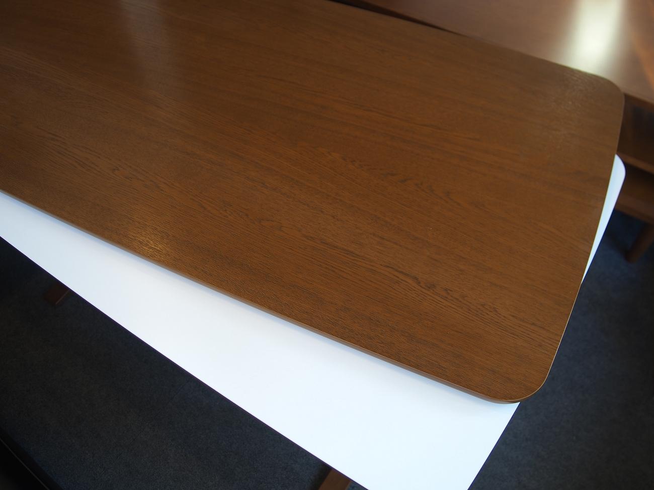 カリモク60+ カフェテーブルW1200 天板オーク突板 (横幅1180mmです)