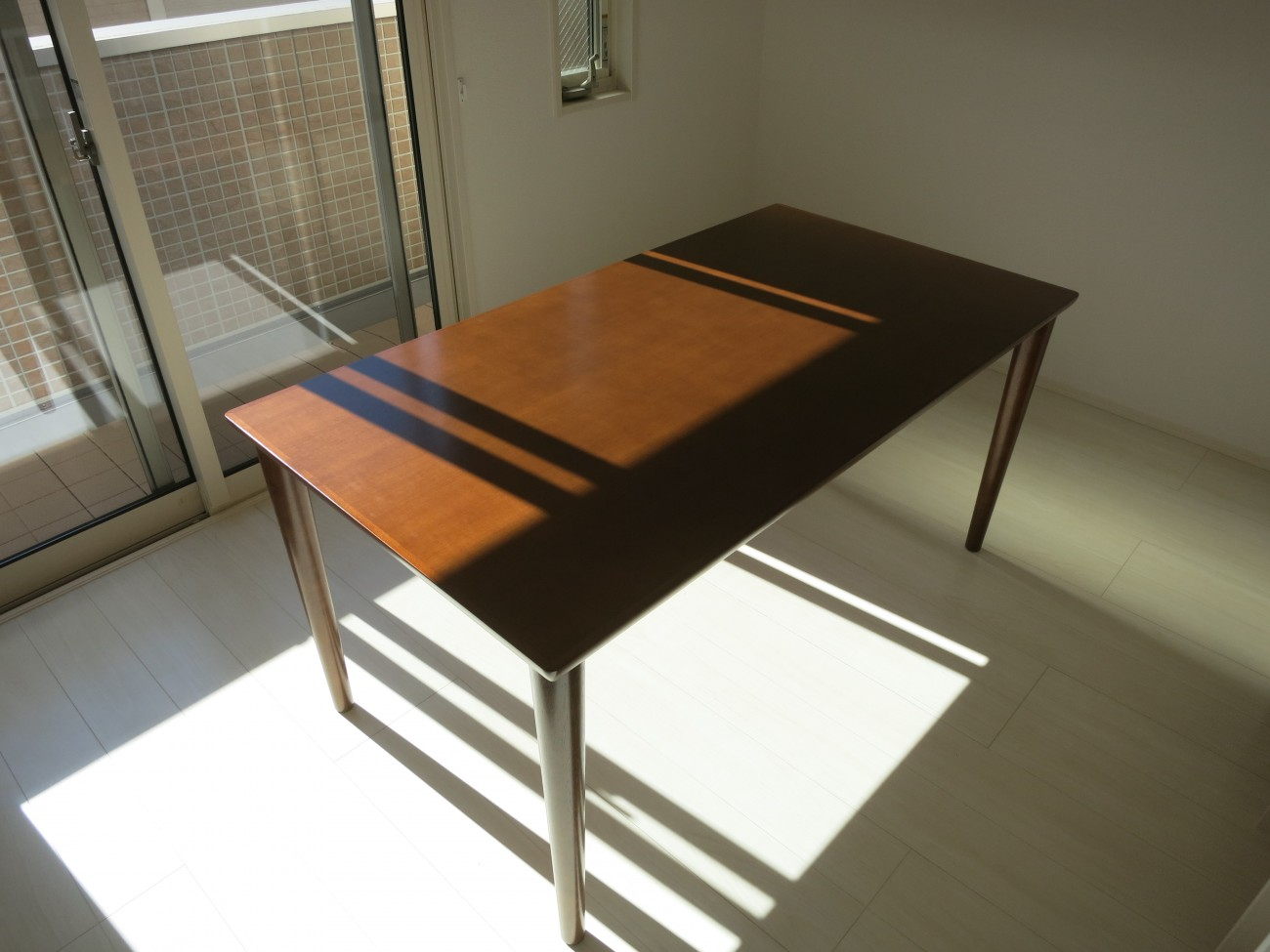 カリモク60ダイニングテーブル1500ウォールナット色ロビーチェア3シーターモケットグリーン