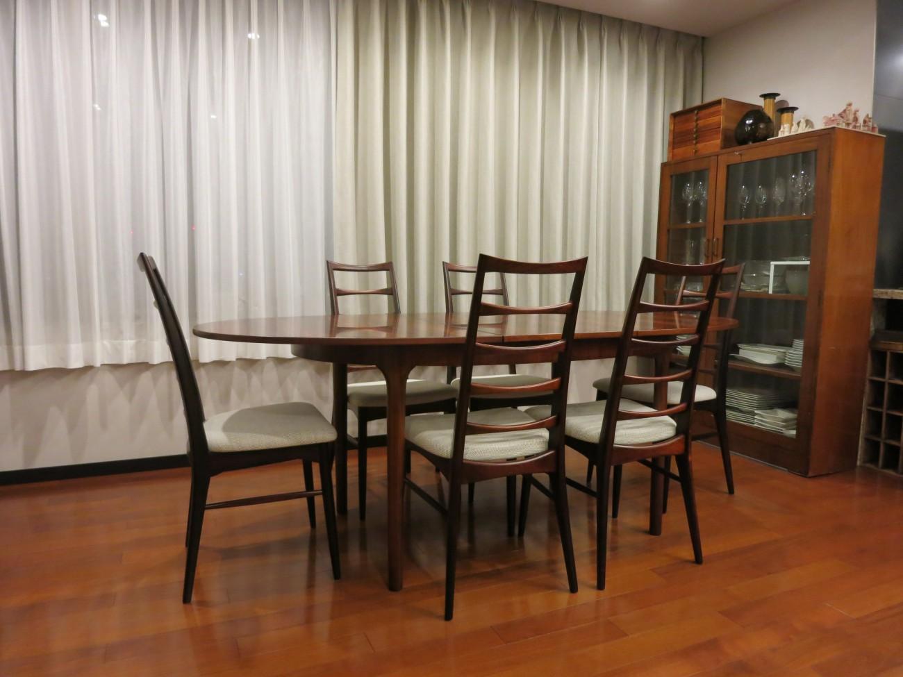 ニールス・コフォード Liz ローズウッドチェアとエクステンションダイニングテーブル A.H.McINTOSH(マッキントッシュ) & CO LTD KIRKCALDY SCOTLAND ビンテージ北欧家具のセットのお部屋での写真2