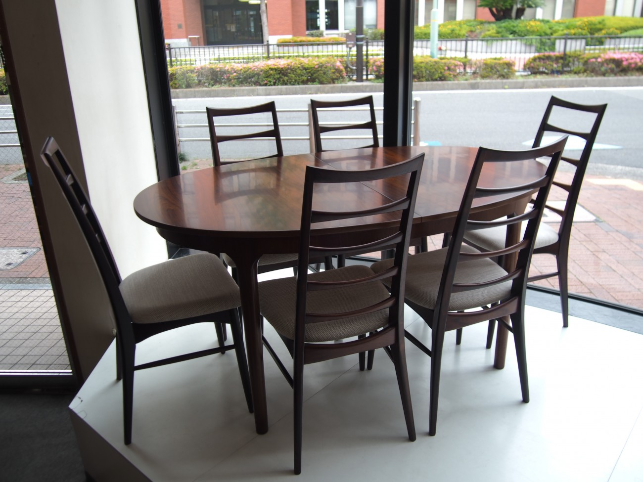 ニールス・コフォード Liz ローズウッドチェアとエクステンションダイニングテーブル A.H.McINTOSH(マッキントッシュ) & CO LTD KIRKCALDY SCOTLAND ビンテージ北欧家具のセット