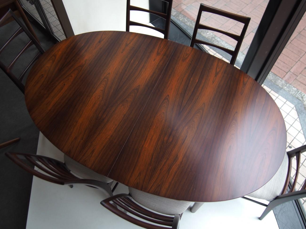 ニールス・コフォード Liz ローズウッドチェアとエクステンションダイニングテーブル A.H.McINTOSH(マッキントッシュ) & CO LTD KIRKCALDY SCOTLAND ビンテージ北欧家具のセットの天板アップ