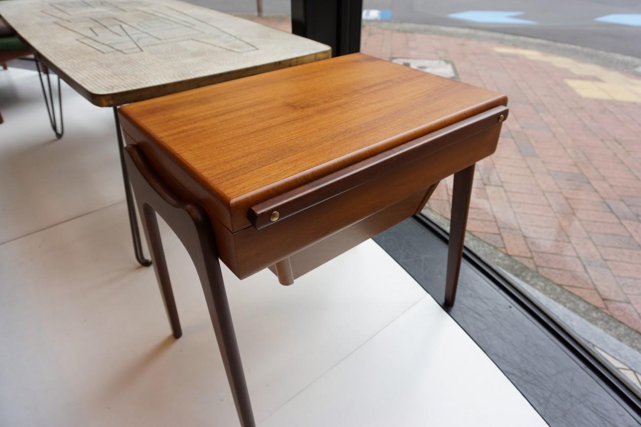 ビンテージ北欧家具のソーイングテーブル