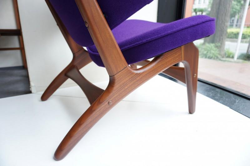 木部もカーブを活かした美しいデザイン。Arne Hovmand Olsen