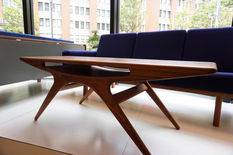 ヨハネスアンダーセンのスマイルテーブル(UFOテーブル)