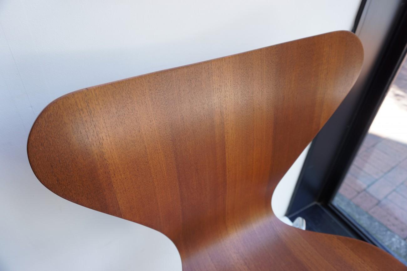 フリッツハンセンのセブンチェアの再仕上のご依頼 / アルネ ヤコブセン fritz hansen 再接着 シミ取り 再塗装 脚の磨き レッグキャップ交換 ディスタンスピース(スペーサー)交換