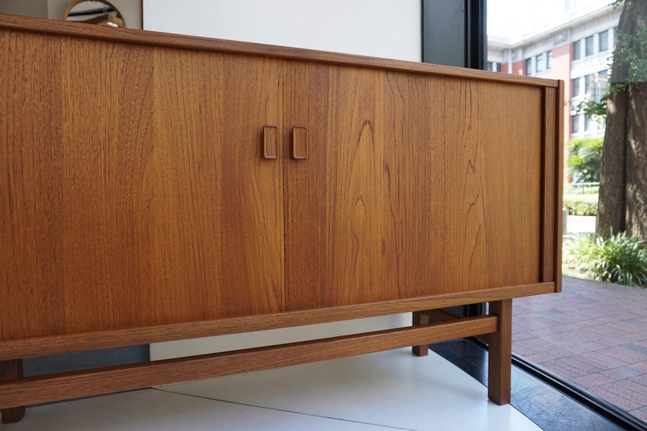 Roll front solid teak sideboard / Niels Jonsson TROEDS / ビンテージ サイドボード チーク無垢 蛇腹