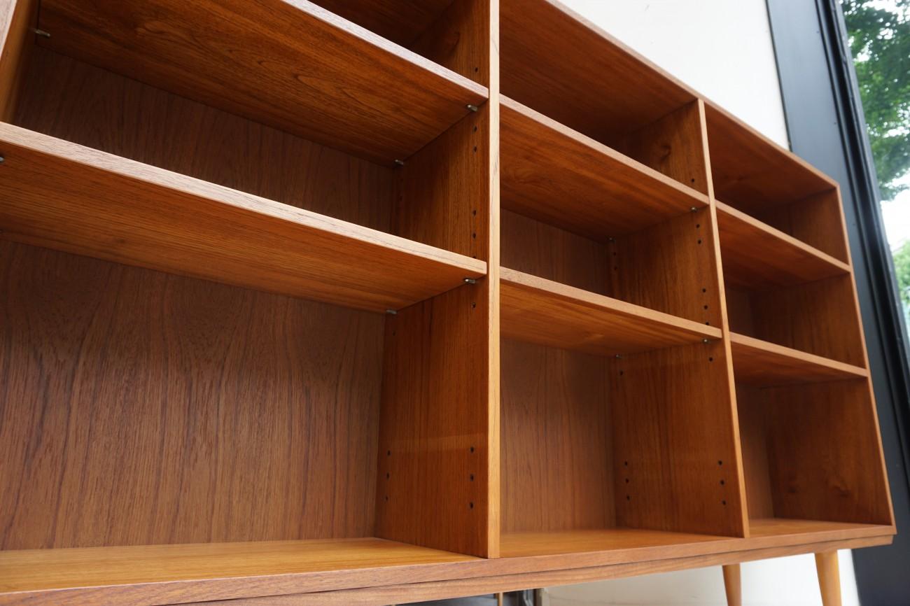LPレコードの収納などの横長のビンテージブックケース
