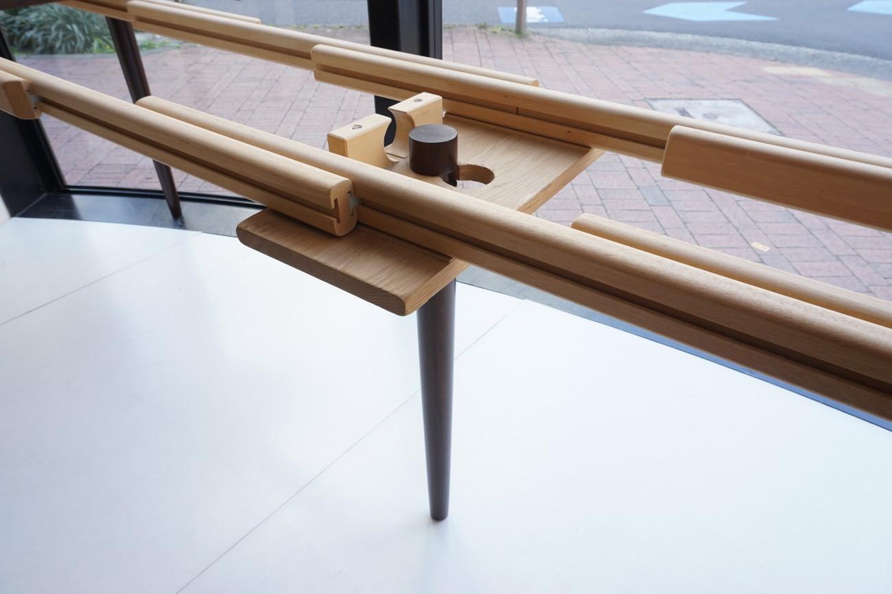 ローズウッド エクステンションラウンドダイニングテーブルを展示致しました。